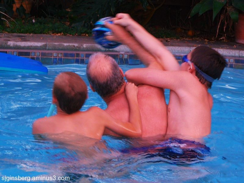 Keepaway as a bonding in the pool