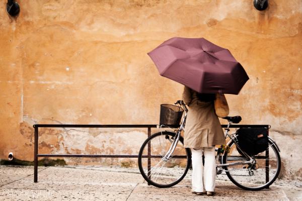 24h in Verona: rain, bicycles, people. (1 of 6)