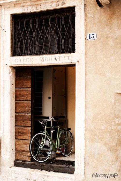 24h in Verona: rain, bicycles, people. (4 of 6)