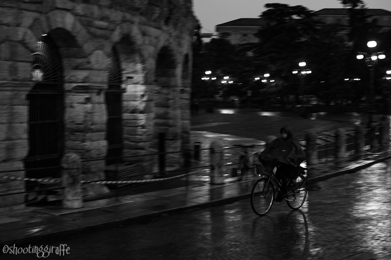 24h in Verona: rain, bicycles, people. (5 of 6)