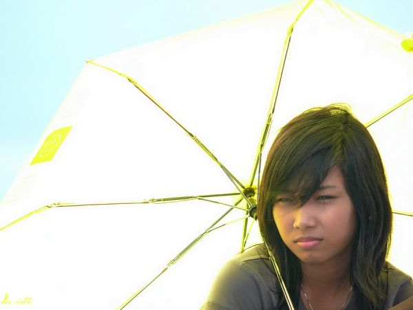 No-yellowface girl with yellow umbrella