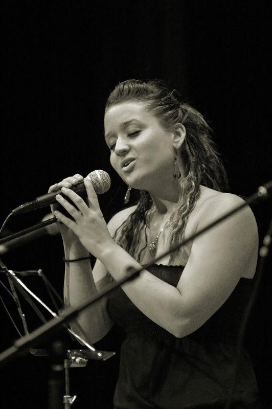 chanteuse lors d'un concert