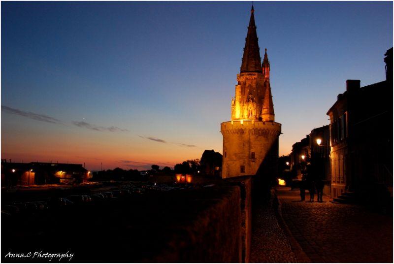 coucher de soleil sur la Tour de la Lanterne