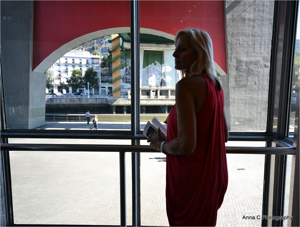 Guggenheim Bilbao # 23 - La Dame en rouge