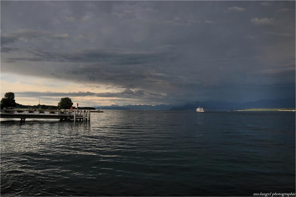 Nuages d'orage sur le lac