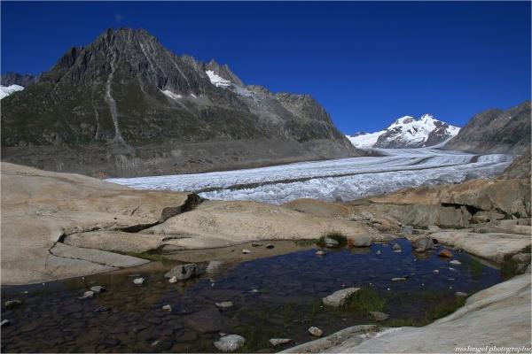 Le petit lac et le grand glacier