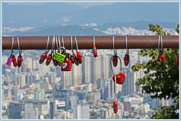 love locks in Seoul