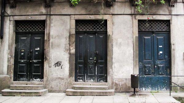 Três portas azul