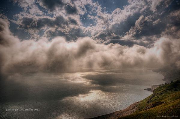 Nuages sur le lac du Mont  Cenis (2)...