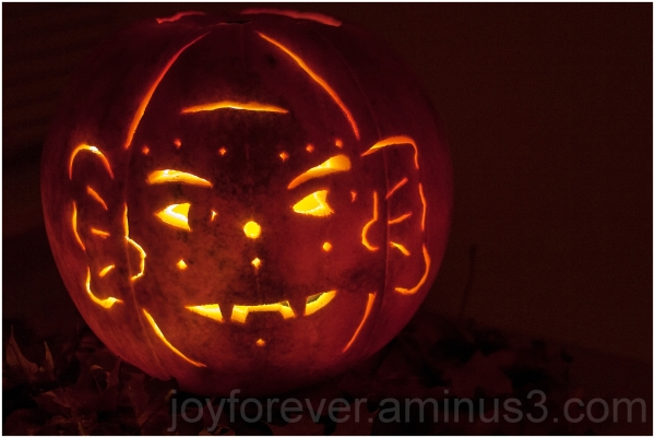 Halloween pumpkin art Jack-o-lantern ghost carving