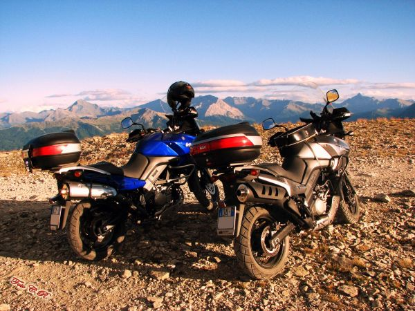 Moto Suzuki V Strom in vetta
