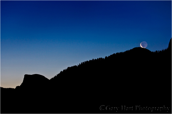 Waning crescent moon rises above Yosemite Valley