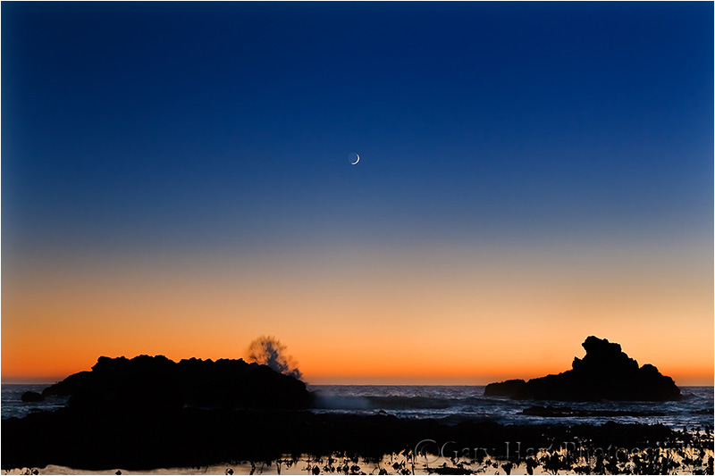Crescent moon sets into the Pacific, Shell Beach