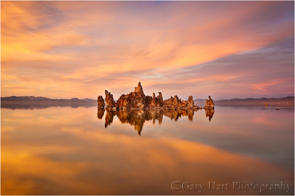 A peaceful sunset at Mono Lake's South Tufa