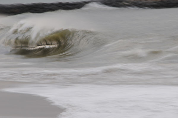 wave shorebreak