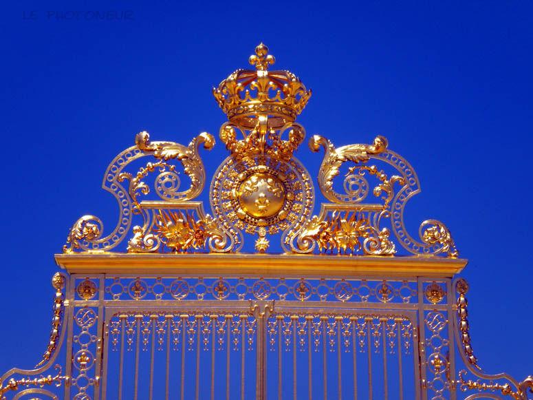 grille d'entrée du château de versailles à paris e