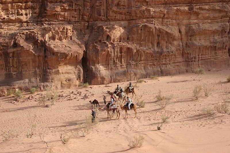 promenade dans le désert du Wadi Rum en Jordanie