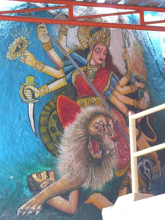 peinture sur un rocher à l'entrée d'un temple