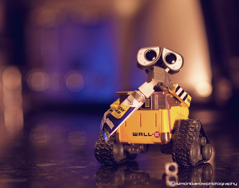 Wall-E - The Glue Sniffer