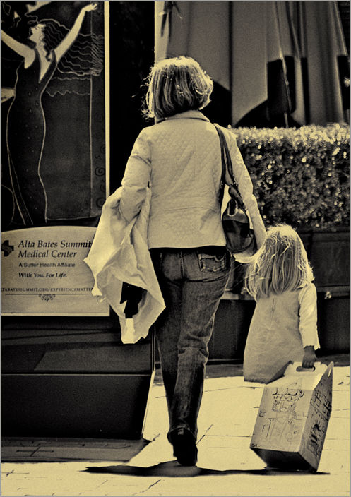 street seen: like mother, like daughter ....