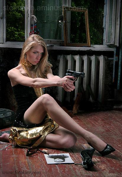 blonde&gun