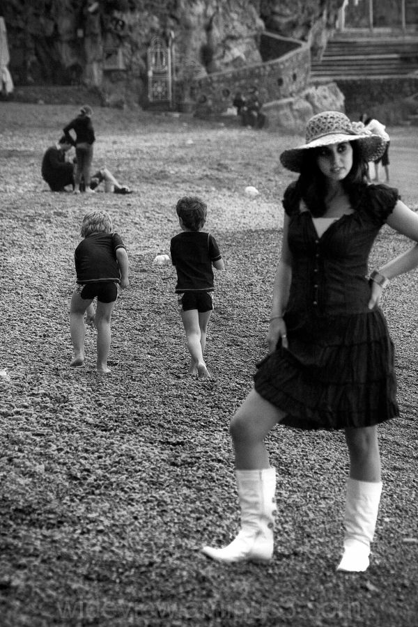 amalfi, kids, model, sea, B&W, beach, positano