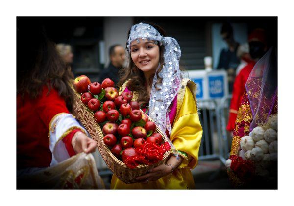 Apple and The Iranian Girl