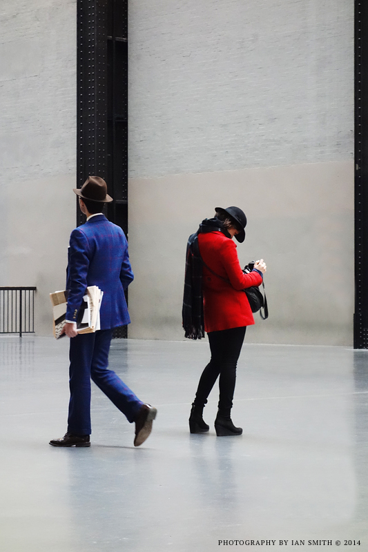 Stylish couple in Tate Modern