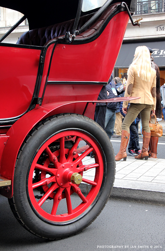 Rear view of an old car and woman