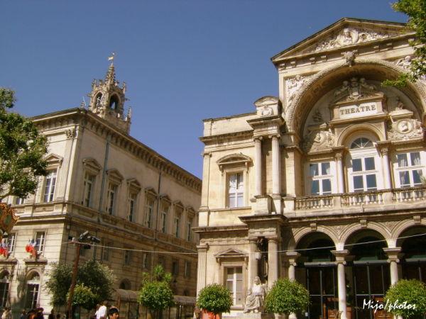 Festival d'Avignon : la mairie et le théatre