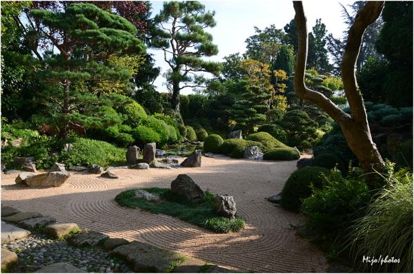 Jardin Zen d'Erik Borja /2 - Beaumont-Monteux (26)