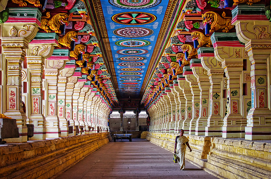 corridor of a thousand pillars