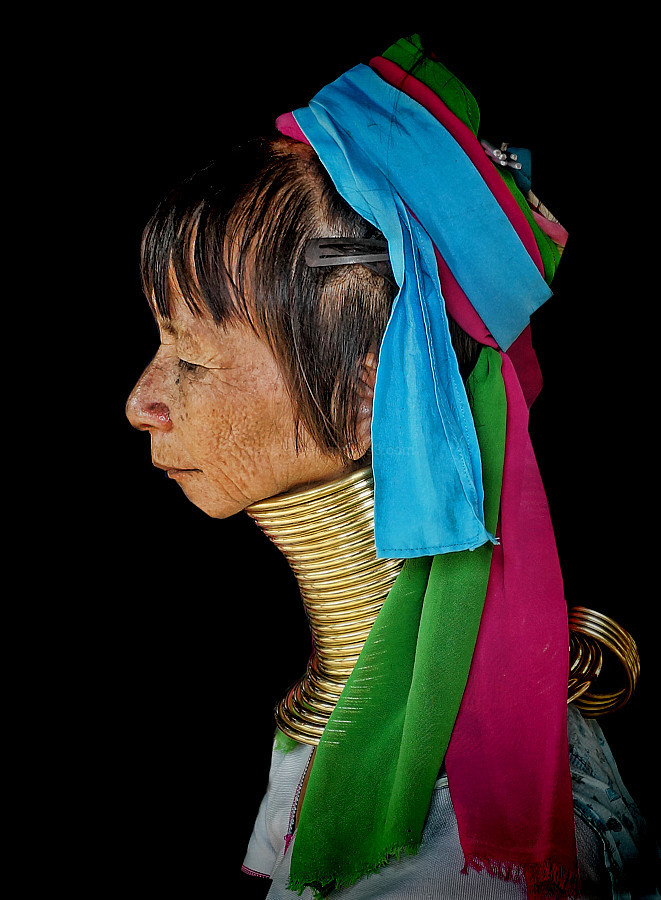 woman portrait karen hilltribes girrafe neck