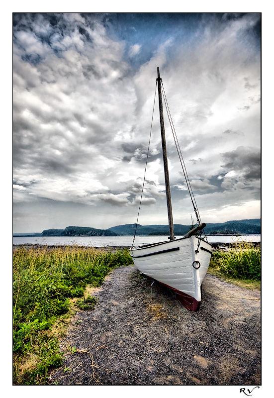 Un vieux canot sur le bord du St Laurent