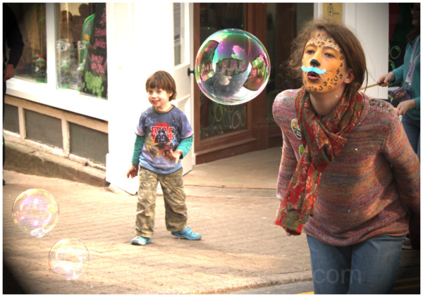 children bubbles hay festival
