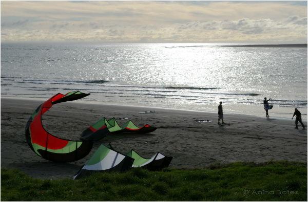 Raglan beach kite-surfers