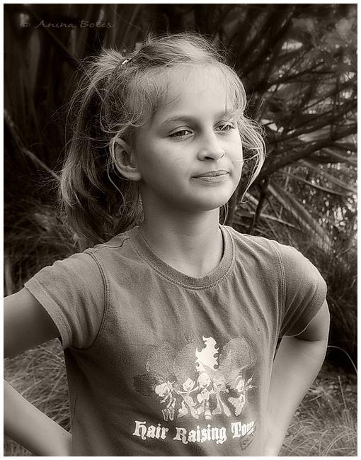 Sepia, Anja, Portrait