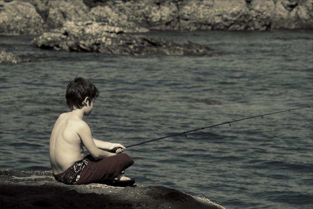 boys, B&W, sea