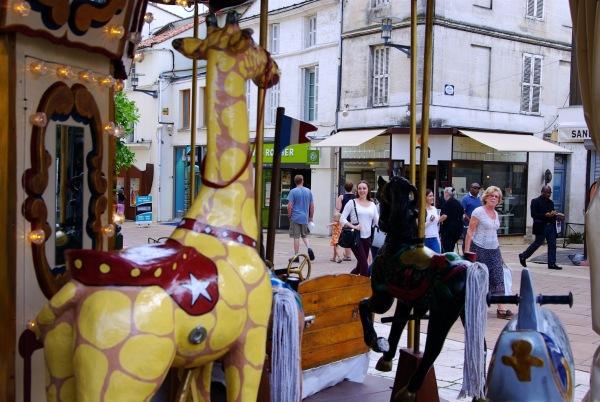 Dans la rue piétonnière d'Angoulême.
