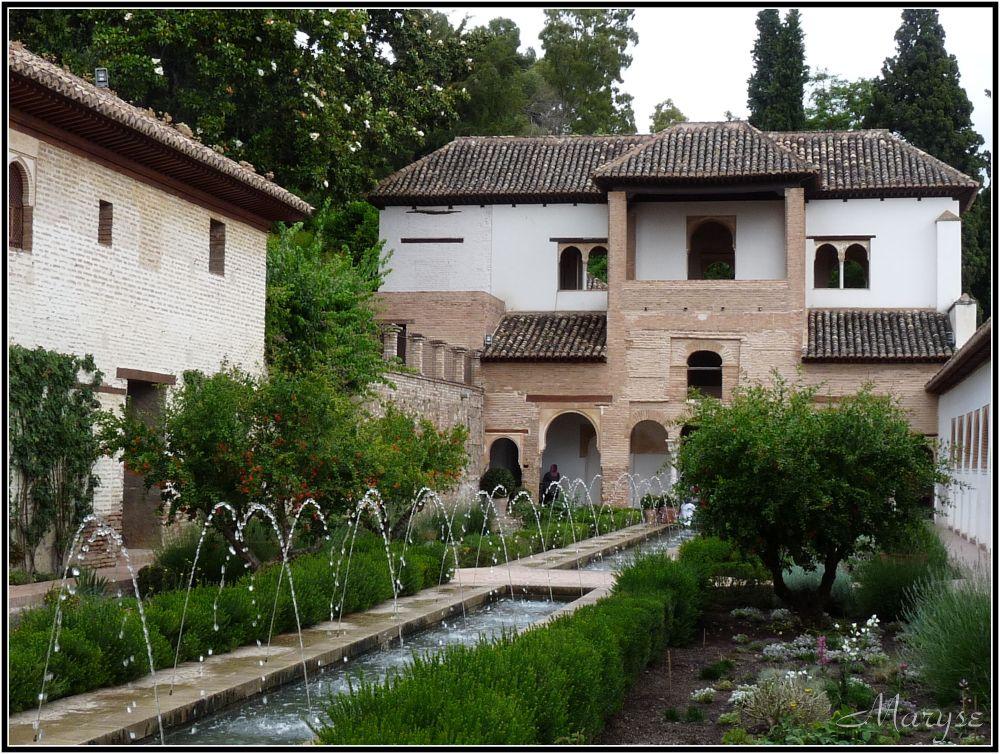 Les jets d'eau d'apparat du patio de la Acequia
