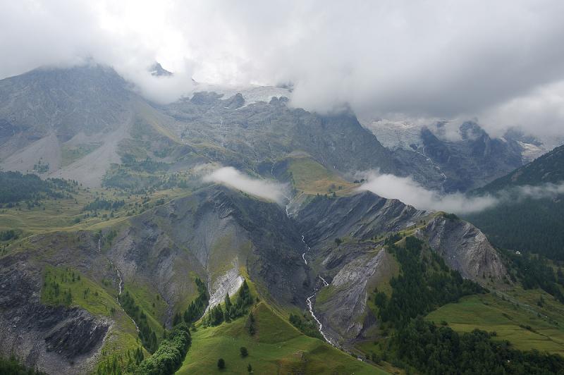 La Meije dans les nuages