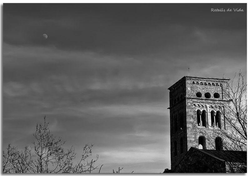 La Lluna vigila Sant Pere de Rodes