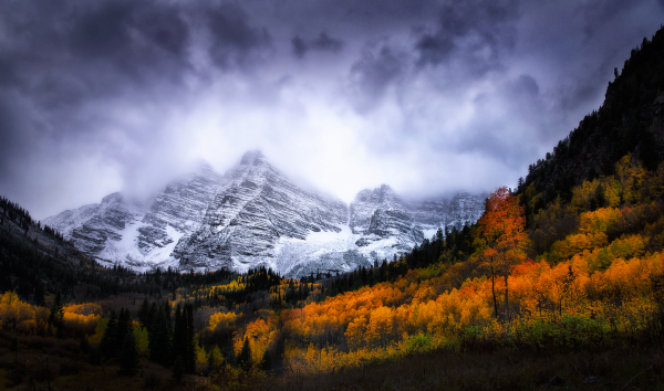 maroon bells in autumn changing aspen trees