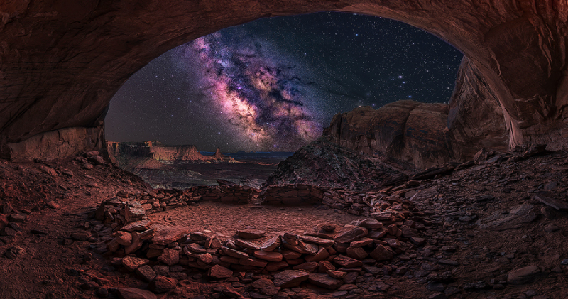 milky way over false kiva in canyonlands