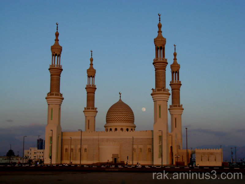 Moon over sheikh zayed mosque cityscape urban photos for Home of architecture ras al khaimah