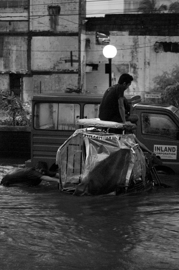 Man pushing his pedicab.