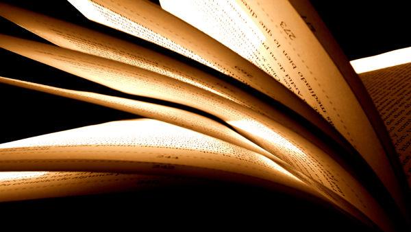 Tanquem un llibre i n'obrim un altre...