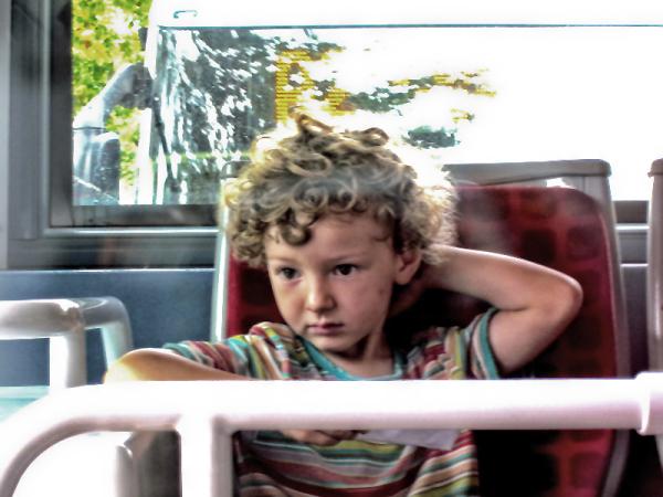 * Els altres. Al bus i pensant!