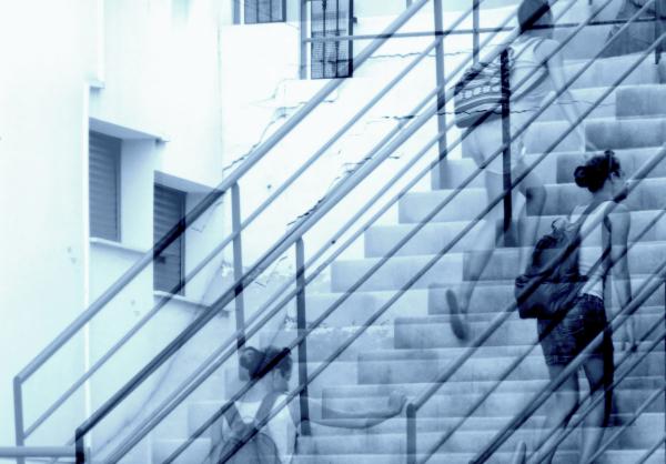 * Pujar escales