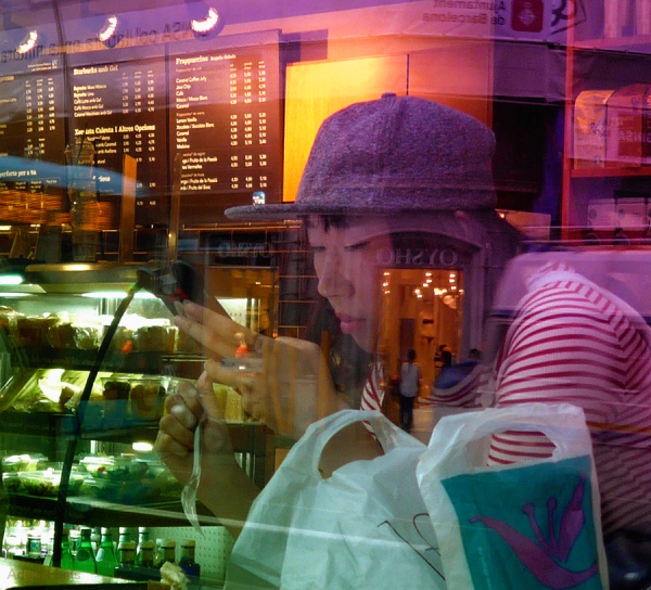 * Noia japonesa darrera el vidre